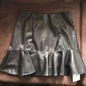 Olivia Culpo x Le Tote Skirts - 🆕WT Vegan Leather Flounce Skirt - Black - Size S